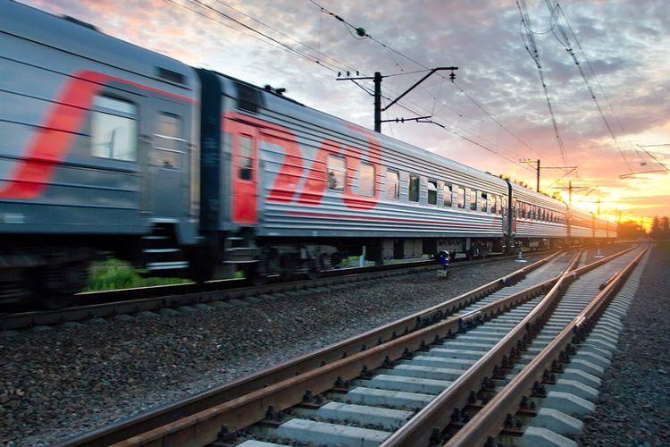 Ilustrasi kereta api melaju kencang di Rusia.