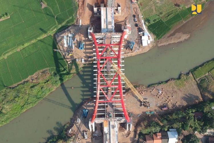 Pada H-2 Lebaran 2018 atau Rabu (13/6/2018), Jembatan Kalikuto di ruas tol Batang-Semarang dibuka secara fungsional dan bisa dilalui arus mudik.