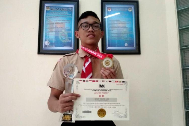 Irfan Urane Azis, siswa SMA Taruna Nusantara Magelang yang meraih medali emas dan Grand Champion pada International Mathematic Contest (IMC) 2017, di Singapura, awal Agustus 2017. Irfan ditemui di SMA Taruna Nusantara, Senin (14/8/2017).