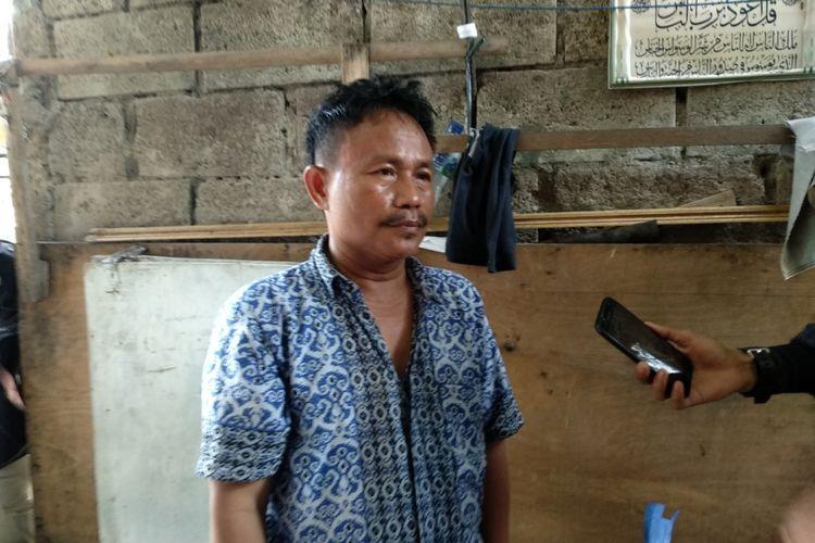 Sudirman (50) ayah AJ, bocah yang jadi korban persekusi di Bekasi Utara saat ditemui Kamis (12/4/2018)