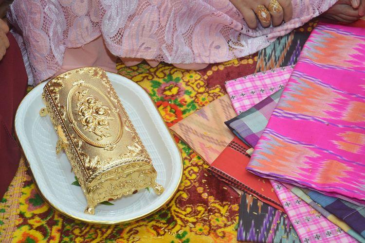 Tradisi uang panai dalam pernikahan tradisional di Tarakan, Kalimantan Utara. Gambar diambil pada 16 Oktober 2017.