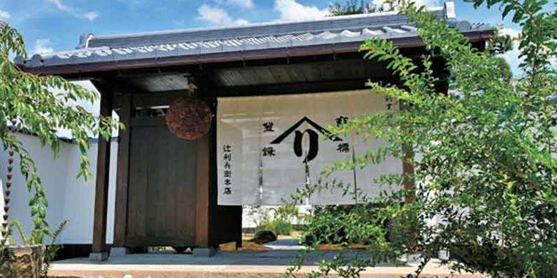 Tsujirihei Honten. Toko grosir matcha (teh hijau) yang dibuka pada 1860 ini memiliki sejarah yang sama panjangnya dengan budaya matcha di daerah Uji, Kyoto, Jepang.