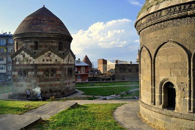 Erzurum saat ini menjadi kota yang memiliki sejarah dari berbagai negara seperti Turki, Arab, Armenia, dan Rusia