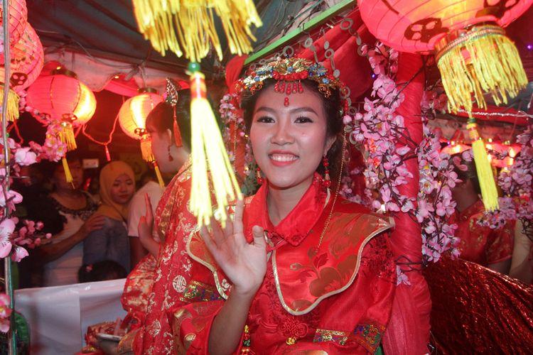Kemeriahan Pawai Lampion dalam rangkaian puncak perayaan Imlek dan Cap Go Meh 2569 di Kota Singkawang, Kalimantan Barat, Rabu (28/2/2018).