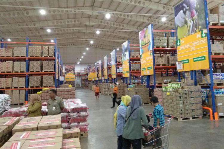 Suasana Jakgrosir Kramat Jati, Jakarta Timur, Selasa (20/3/2018)