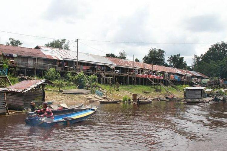 Rumah Betang Meliau yang dihuni komunitas suku Dayak Iban yang berada dipinggir Sungai Leboyan, Desa Melemba, Kecamatan Batang Lupar, Kapuas Hulu, Kalimantan Barat.