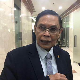 Wakil Ketua Komisi I DPR Asril Tanjung di Kompleks Parlemen, Senayan, Jakarta, Selasa (4/12/2018).