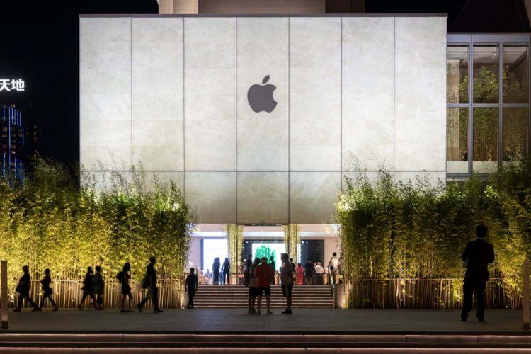 Apple Cotai Store Macau sudah dibuka pada 29 Juni lalu. Bangunan ini merupakan paduan unik material batu, kaca, dan juga bambu. Pada bagian eksterior bangunan dihiasi rumpun bambu.