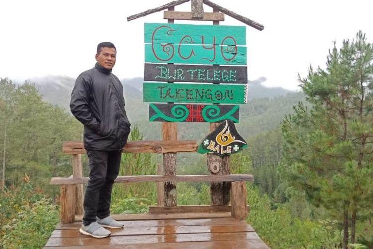 Wisatawan berfoto di spot yang tersedia dalam kawasan wisata Bur Telege, Kabupaten Aceh Tengah, Aceh, Kamis (24/7/2019).