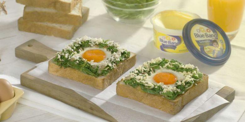 Roti panggang telur bayam