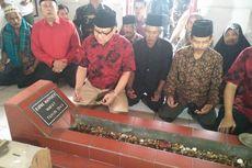Rayuan Cak Imin untuk PDI-P, Kenakan Batik Merah ke Makam Marhaen