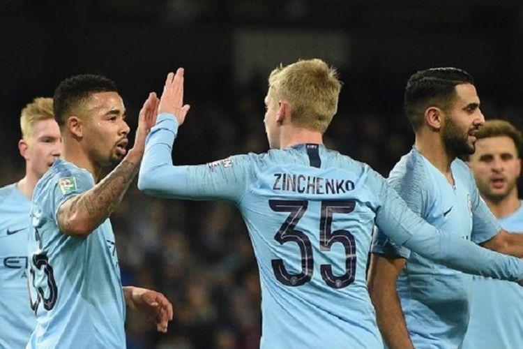 Kevin De Bruyne, Gabriel Jesus, Riyad Mahrez, merayakan gol Oleksandr Zinchenko pada pertandingan Manchester City vs Burton Albion di Stadion Etihad dalam laga semifinal Piala Liga Inggris, 9 Januari 2019.