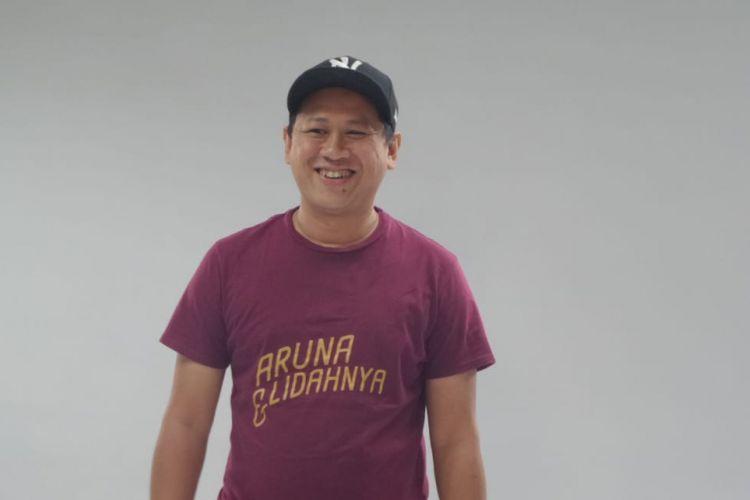 Edwin berpose ketika mempromosikan film Aruna dan Lidahnya di kantor redaksi Kompas.com, Menara Kompas, Palmerah Selatan, Jakarta Pusat, Jumat (13/7/2018).