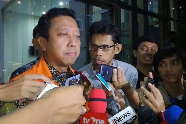 Komisi Pemberantasan Korupsi (KPK) memperpanjang masa penahanan tersangka mantan Ketua Umum PPP Romahurmuziy.