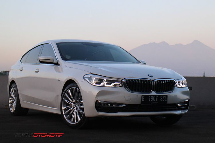 BMW Seri 6 GT atau 630i GT dibanderol dengan harga Rp 1,5 miliar lebih.