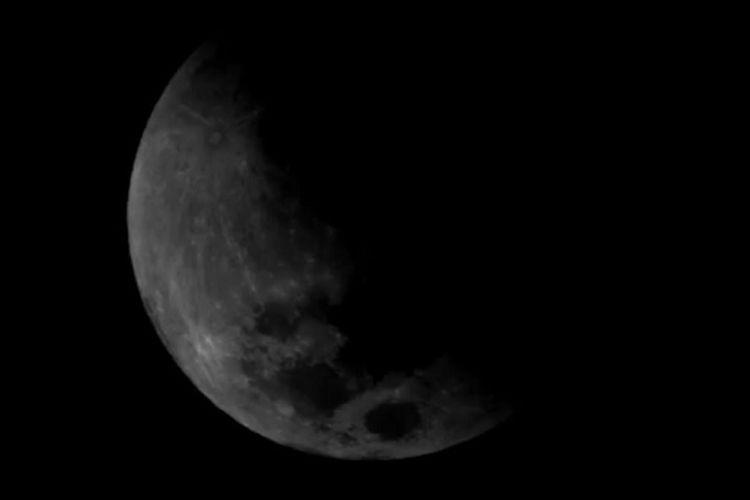 Foto atau wajah gerhana bulan sebagian pada Rabu (17/7/2019) saat muka bulan mulai banyak yang tertutup.