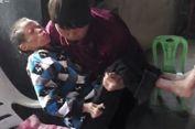 Sudah 30 Tahun Perempuan Ini Mengurus Tetangganya yang Cacat