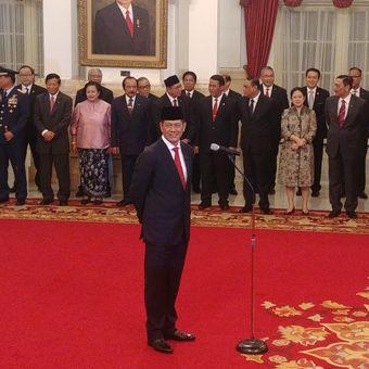 Letnan Jenderal Doni Monardo resmi menjabat sebagai Kepala Badan Nasional Penanggulangan Bencana. Ia dilantik Presiden Joko Widodo di Istana Negara, Jakarta, Rabu (9/1/2019) pagi.