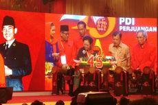 HUT PDI-P, Megawati Beri Potongan Tumpeng Pertama untuk Jokowi
