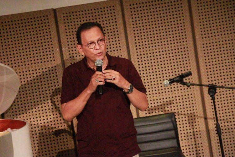Roy Marten diabadikan di Galeri Indonesia Kaya (GIK) Grand Indonesia, Thamrin, Jakarta Pusat, Selasa (18/7/2017). Ia menghadiri peluncuran buku berjudul New Urban Sensation! Sebuah Novel karya penulis Bre Redana.