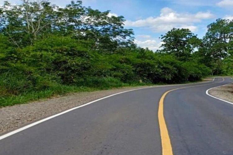 Penggunaan aspal karet untuk pembangunan jalan.