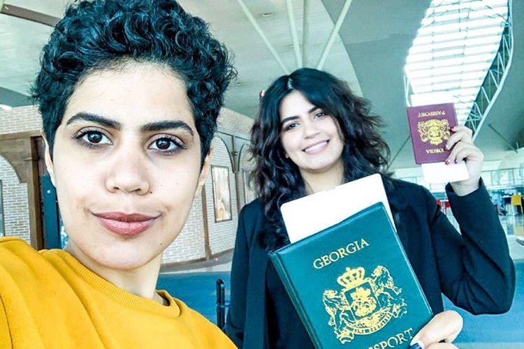 Dua gadis Arab Saudi, Maha Alsubaie (28) dan Wafa Alsubaie (25), mendapat paspor Georgia untuk terbang ke negara lain. (Twitter/GeorgiaSisters2)
