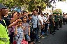 Warga dan Wisatawan Sambut Kedatangan Jokowi di Istana Negara Gedung Agung Yogyakarta