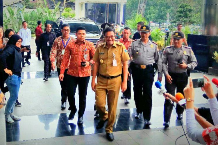Gubernur DKI Jakarta, Djarot Saiful Hidayat, menyambangi gedung Komisi Pemberantasan Korupsi (KPK) yang berlokasi di Jalan Kuningan Mulia, Jakarta Selatan, Senin (25/9/2017).