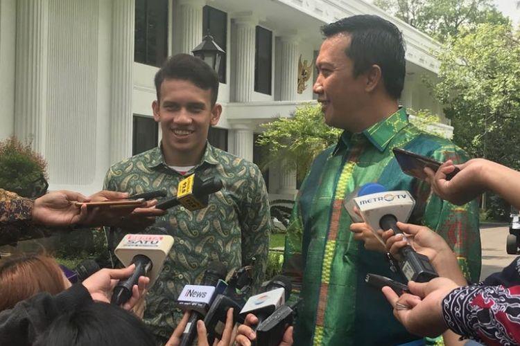 Pesepak bola Egy Maulana Vikri saat diwawancarai di Istana Presiden Jakarta, Jumat (23/3/2018).