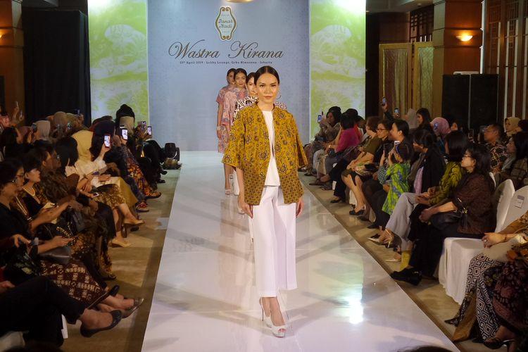 Tampil Stylish Dengan Batik Di Hari Raya Ala Danar Hadi Halaman
