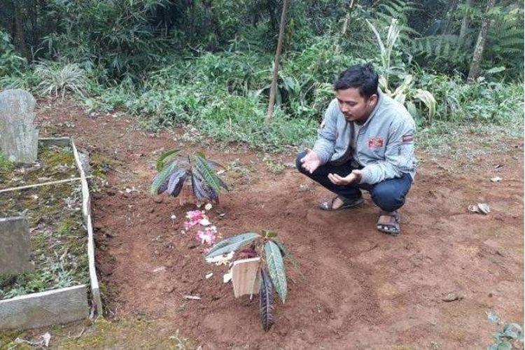 Makam bayi Dian Asriyani yang meninggal dunia setelah menjalani perawatan intensif di RSUD Bayu Asih karena dikubur hidup-hidup oleh ibunya sendiri.
