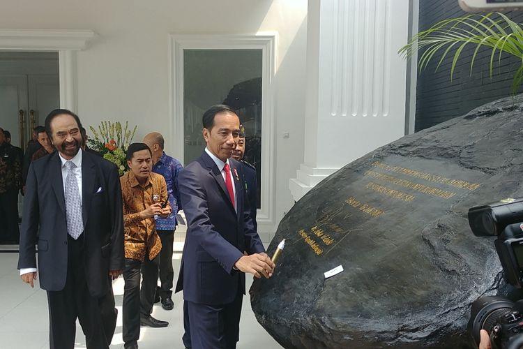 Presiden Joko Widodo meresmikan akademi bela negara Partai Nasdem di Jakarta, Minggu (16/7/2017).
