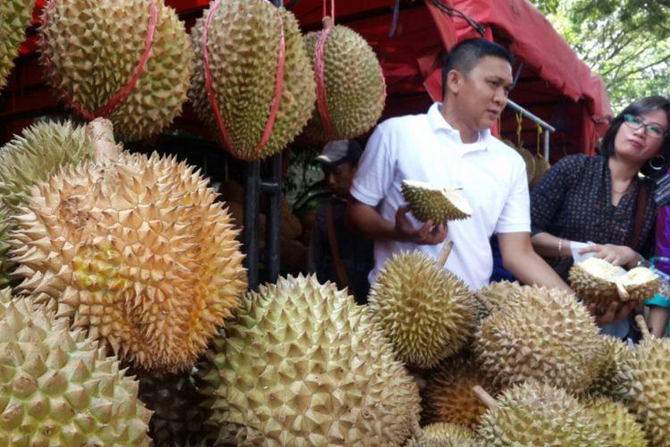 Sejumlah varian durian yang ada di Festival Mendem Duren atau mabuk durian di Balai Kota Malang, Jumat (13/4/2018).