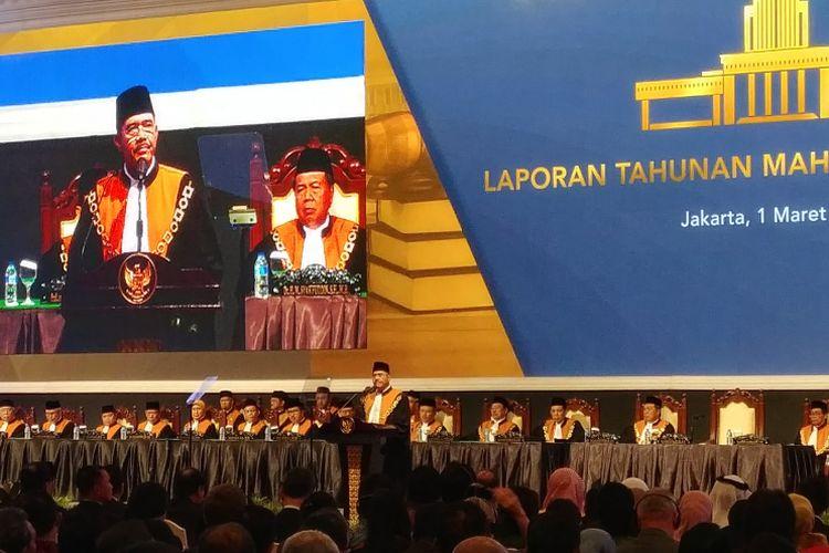 Ketua Mahkamah Agung Hatta Ali saat membuka Sidang Pleno Istimewa Laporan Tahunan Mahkamah Agung Tahun 2017 di JCC, Jakarta, Kamis (1/3/2018).