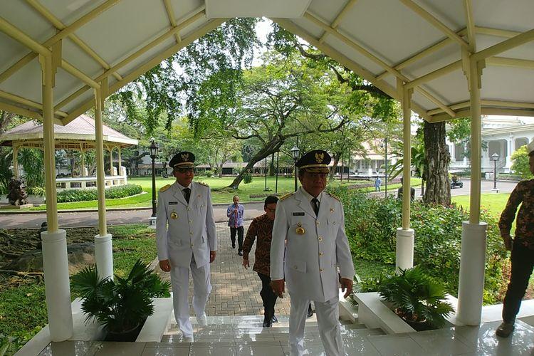 Gubernur dan Wakil Gubernur Aceh, Irwandi Yusuf dan Nova Iriansyah di Istana Merdeka, Jakarta, Selasa (11/7/2017).