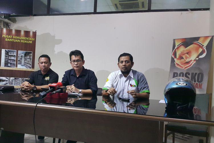 Road Safety Association (RSA) dan LBH Jakarta menggelar konferensi pers terkait penolakan mereka terhadap kebijakan perluasan pelarangan sepeda motor di Jakarta. Konferensi pers digelar di Kantor LBH Jakarta, Jalan Diponegoro, Minggu (3/9/2017).