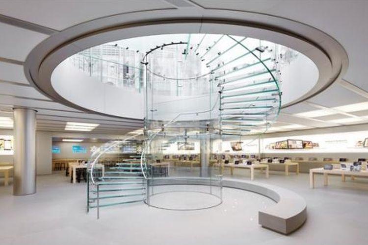 Paten yang dimiliki Apple untuk tangga kaca spiral di Shanghai ini termasuk desain, metode konstruksi, dan material tangga. Kaca dan dekorasi penuh warna putih tangga itu memang menjadi ciri khas gerai penjual produk Apple di seluruh dunia.
