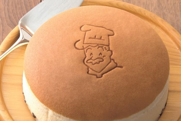 Cheesecake berdiameter 18 cm ini dihargai 685 Yen per porsi. Kue ini merupakan dessert khas Osaka, Jepang yang sangat populer.