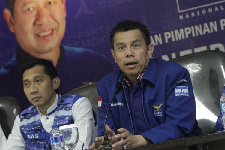 Ketua Komisi Pemenangan Pemilu DPP Partai Demokrat Edhie Baskoro Yudhoyono (Ibas), Sekjen DPP Partai Demokrat Hinca Panjaitan, dan Ketua Badan Pembinaan Organisasi, Keanggotaan, dan Kaderisasi DPP Partai Demokrat Pramono Edhie Wibowo (kiri ke kanan), saat jumpa pers terkait pelaksanaan Pilkada Serentak 2015 di Jakarta Pusat, Rabu (9/12/2015). Demokrat menilai secara umum pelaksaan pilkada berlangsung aman dan lancar namun masih ditemukan tindak kecurangan yang dilakukan pasangan calon.