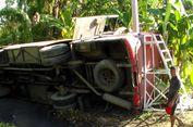 Hindari Pohon Tumbang, Bus Terjun ke Parit, Penumpang Luka-luka