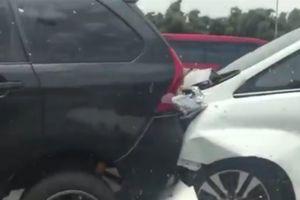 Tabrakan Beruntun Libatkan 7 Mobil Terjadi di Tol Jakarta-Cikampek KM 30
