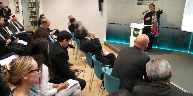 Menteri Kelautan dan Perikanan Susi Pudjiastuti memberi kuliah umum di Norwegian Institute of International Affairs, Oslo, Kamis (7/6/2018).