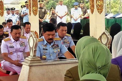 Panglima TNI Ziarah ke Makam Panglima Besar Jenderal Sudirman.