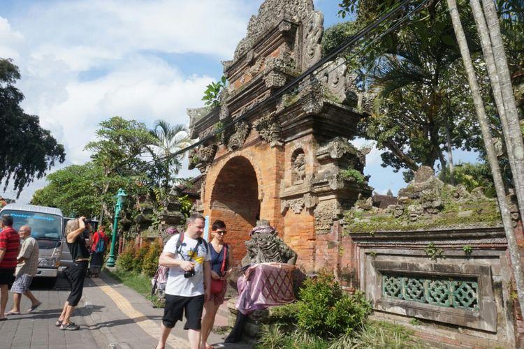 Pintu masuk ke Puri Ubud di Gianyar, Bali.