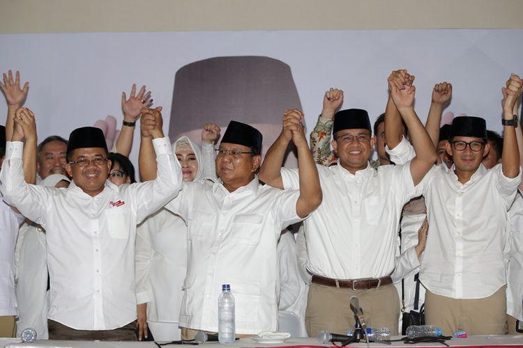 Presiden Partai Keadilan Sejahtera, Sohibul Iman (kiri), Ketua Umum Partai Gerindra, Prabowo Subianto (kedua dari kiri), kandidat calon gubernur DKI Jakarta nomor urut 3, Anies Baswedan (kedua dari kanan) dan kandidat calon wakil gubernur DKI Jakarta no urut 3, Sandiaga Uno (paling kanan) di Kantor DPP Partai Gerindra, Jakarta Selatan,  Rabu (19/4/2017).