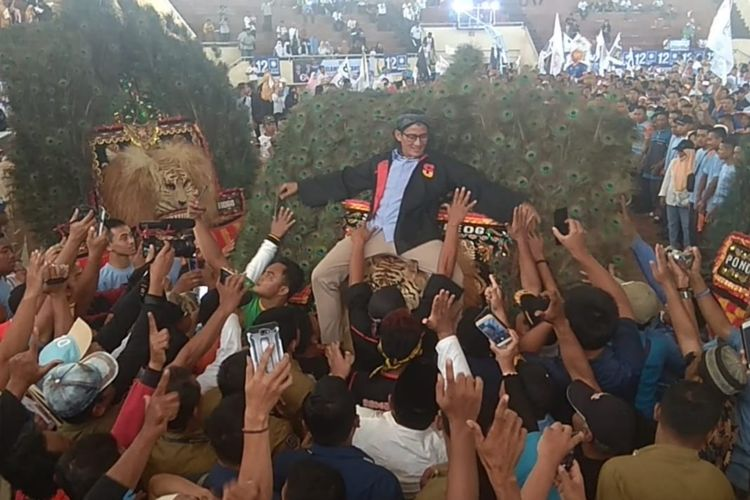 Sandiaga saat tiba di GOR Ko Materi Senin (8/4/2019)