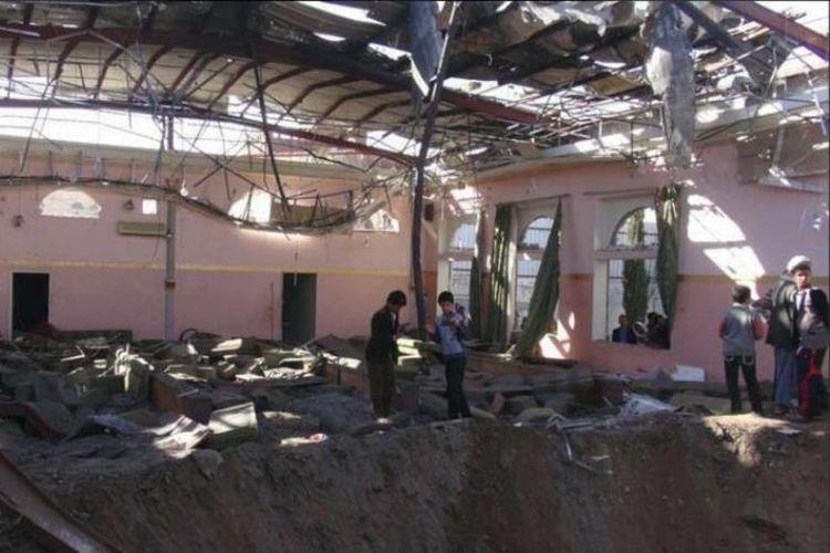Kondisi gedung pesta pernikahan di Provinsi Hajja, Yaman, pasca-serangan udara yang dilancarkan koalisi Arab Saudi, Minggu (22/4/2018).