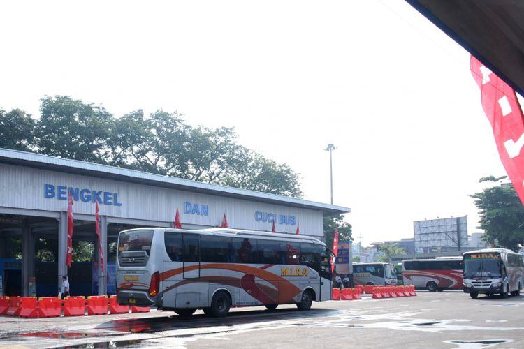 Salah satu posko mudik Hino di  Terminal Tirtonadi Surakarta.