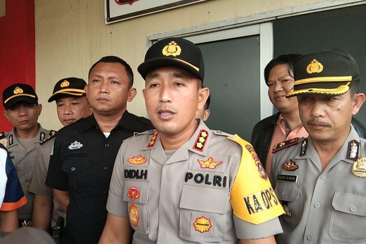 Kapolresta Palembang Kombes Pol Didi Hayamansyah saat memberikan keterangan pers terkait satu pelaku begal yang ditembak mati di Rumah Sakit (RS) Bhayangkara Palembang, Selasa (12/2/2019).