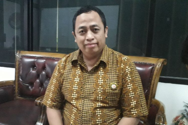 Ketua Divisi Hukum dan Penanganan Pelanggaran Bawaslu DKI Jakarta Puadi memberi keterangan kepada wartawan di Kantor Bawaslu DKI Jakarta, Selasa (18/9/2018).